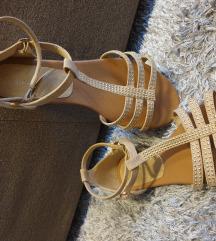 Bež sandale sa srebrnim detaljima