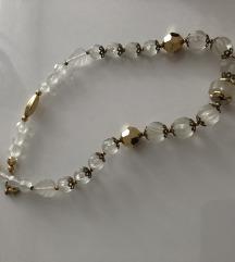 Nenošena Ogrlica sa zlatnim i bijelim detaljima
