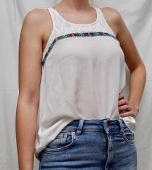 Bijela bluza s boho aplikacijama