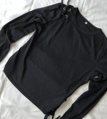 Crna majica s lace up detaljima
