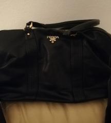Crna prada torba