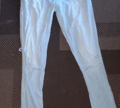 Zara svijetlo plave poderane traperice