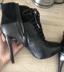 Guess nove cizme 39 na petu