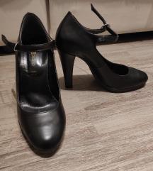 Crne cipele na petu sa remenčićem