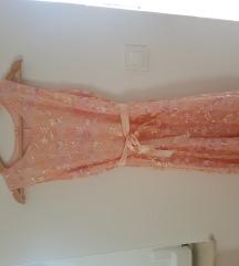 Roza haljinica s aplikacijama cvjetova