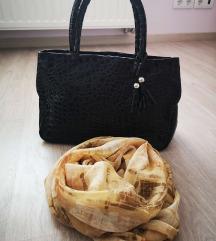 Smeđa lakirana torbica i marama