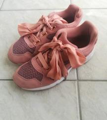 Puma tenisice roze