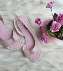 Roza sandale jednom nošene