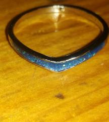 Posrebreni prsten plavi fire opal vel. 10