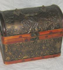 kutija drvena škrinja veća