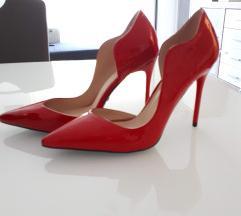 Crvene cipele na visoku petu