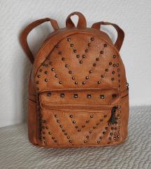 Kožni ruksak sa zakovicama