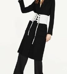 %%Zara crni kaput blejzer 260kn
