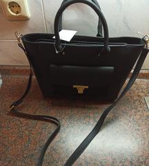 Nova crna torba s etiketom