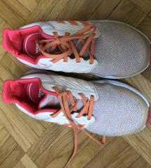 Adidas tenisce 31