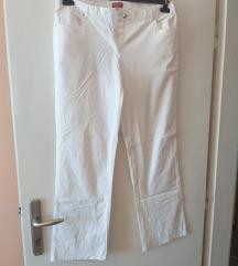 Bijele ljetne hlače, samo 50 kn