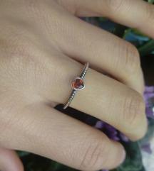 Srebrni prsten crveno srce