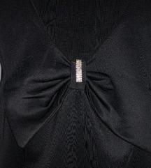 Crna mini haljina otvorenih leđa