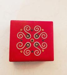 Vintage kutija sa etno motivom
