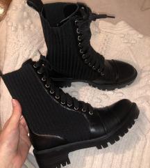 Zara NOVE crne cizme