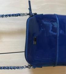 Plava lakirana torbica