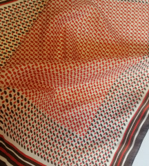 vintage svilenkasta marama iz sedamdesetih