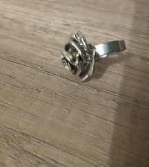 Prsten, ruža