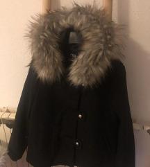 Zara kaput s bogatim krznom s etiketom