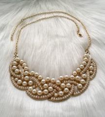 Zlatna ogrlica s bijelim perlicama