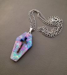 Ogrlica u obliku lijesa od epoxy smole