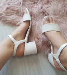 Nove bijele sandale