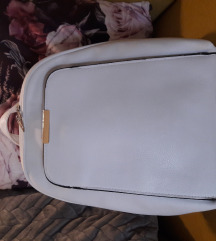 Bijeli ruksak