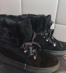 Čizme s vezicama i krznom