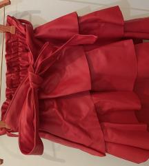 Crvena kožna suknja