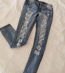 Poderane jeans hlače s čipkom