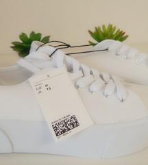 Nove bijele tenisice debeli đon