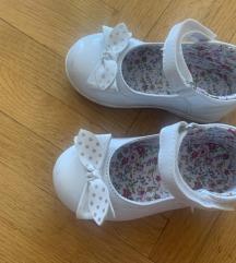 Bijele lakirane cipelice za curicu  22
