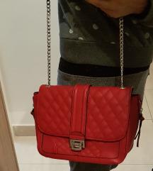 Stradivarius crvena torbica
