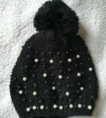Crna kapa s perlicama