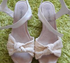 Bijelo krem sandale