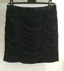 H&M crna kratka suknja