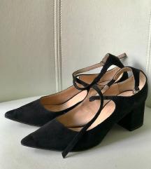 Bershka cipele na malu petu