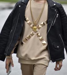UNIKATNA bež majica sa zlatnim kopčama