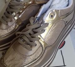 nove zlatne tenisice
