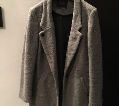 Sivi vuneni kaput