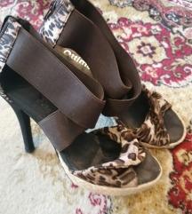 nove smeđe sandale