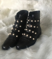 Popularne Zara cizme s biserima