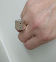 Unikatni prsten kocka