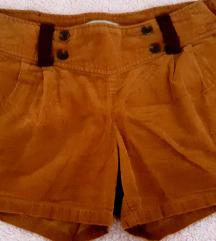 Samt smeđe kratke hlače