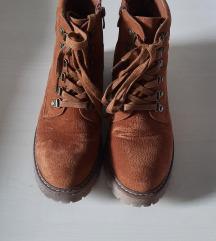 Smeđe čizme